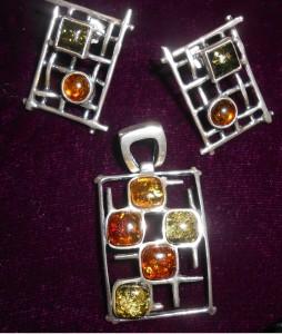 Разноцветный янтарь в серебре