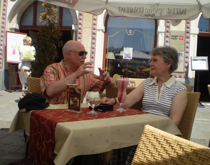 польские пенсионеры в кафе