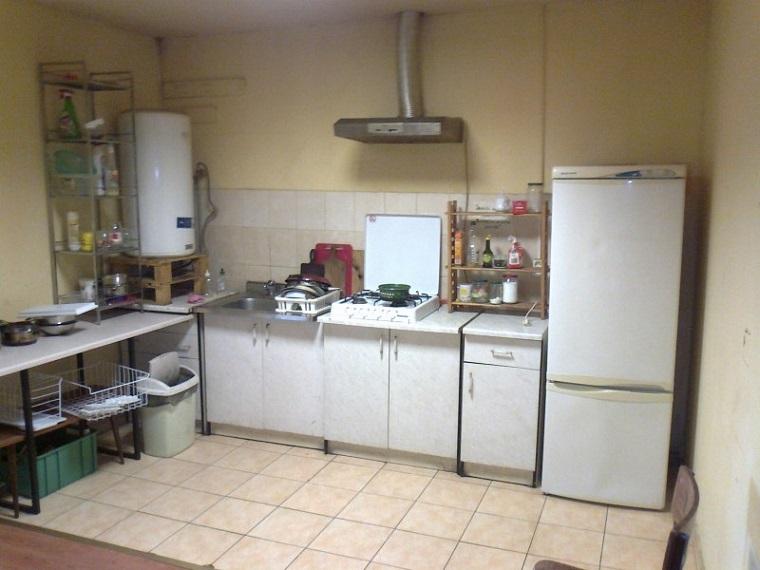 общая кухня в гостинице для рабочих Варшава