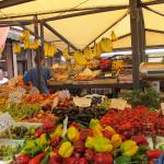 фрукты на рынке Риальто в Венеции