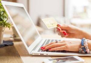 компьютер и банковская карта
