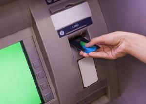 пользование банкоматом